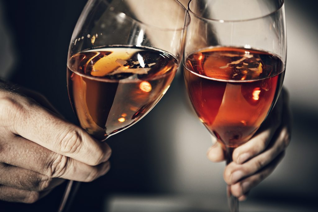 美味しいお酒でリラックスさせるのイメージ画像